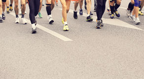 Jambes d'athlètes de marathon Photos stock