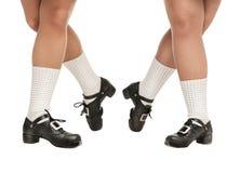 Jambes dans des chaussures dures pour la danse irlandaise images libres de droits
