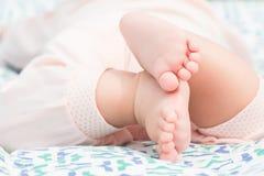 Jambes de bébé Photo stock