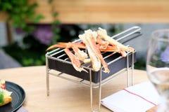 Jambes de crabe dans le restaurant photographie stock