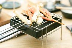 Jambes de crabe dans le restaurant images libres de droits