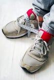 Jambes de l'athlète et de la bande de mesure Concept du mode de vie actif, la dépendance à l'égard le sport, sportmania Photographie stock libre de droits