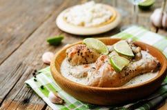 Jambes de poulet de chaux d'ail de noix de coco photographie stock libre de droits