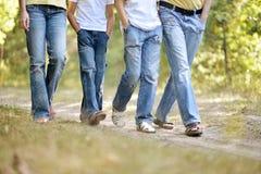 Jambes des personnes de marche Photo libre de droits