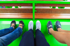 Jambes et chaussures Image stock