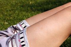 Jambes femelles photographie stock