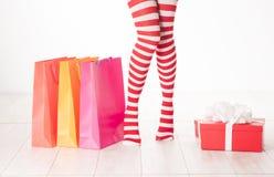 Jambes sexy de femme de Santa Photographie stock libre de droits