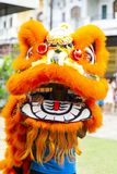 Jambi Indonezja, Styczeń, - 28, 2017: Lwa taniec robi akrobacjom świętować Chińskiego nowego roku obraz royalty free