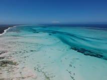 Jambiani海滩鸟瞰图在桑给巴尔,坦桑尼亚 库存照片