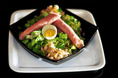 Jambon et salade verte avec l'oeuf Photos stock