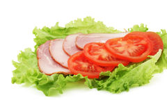 Jambon, parts de tomate et laitue Images stock