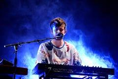 James Blake Litherland (produtor e cantor da música eletrônica) executa no som 2015 de primavera imagens de stock
