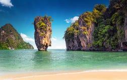 James Bond ö nära Phuket i Thailand berömd landmark royaltyfria foton