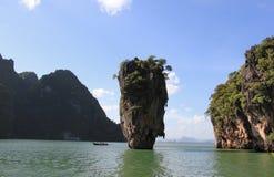 James Bond Island eller Khao Tapu, en del av den Phang Nga fjärden Nati Arkivfoto