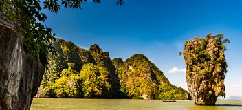 James Bond Island en la bahía de Phang Nga cerca de Phuket, Tailandia Fotos de archivo