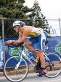 James Deane que completa un ciclo en el SA Ironman 2008 Fotografía de archivo