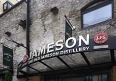 Jameson Distillery Tours idoso em Dublin Fotos de Stock