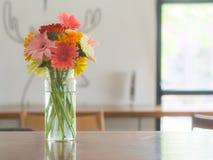 Jamesonii della gerbera in vaso di vetro Fotografia Stock