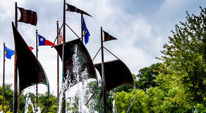 Jamestown, Estados Unidos - 8 de agosto de 2015: Banderas en el commemor Fotografía de archivo libre de regalías