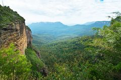 Jamison Valley i blåa berg arkivbilder