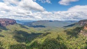 Jamison Valley Overcliff spår, blå bergnationalpark, A arkivbilder