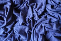 Jammed ha sottomesso il tessuto spesso semplice blu dello stockinet immagini stock libere da diritti
