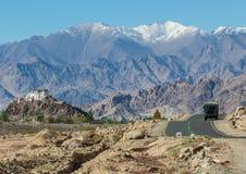 Jammu, Cachemira y Ladakh - cielos azules y montañas blancas fotos de archivo libres de regalías