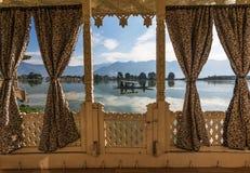 Jammu, Kaschmir und Ladakh - blaue Himmel und weiße Berge stockfotos
