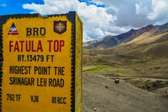 Milestone showing Fatula Top - the highest point on the Srinagar Leh road royalty free stock image