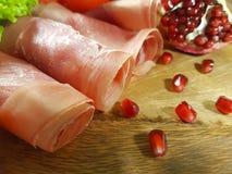 Jamon木板樱桃石榴,五谷,食物 免版税库存照片