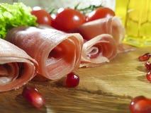 jamon木板西红柿,油,石榴,玉米 免版税图库摄影
