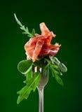 Jamon met spinazie en arugula Stock Foto