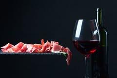 Jamon och rött vin Fotografering för Bildbyråer