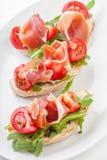 Jamon Rebanadas de pan con el jamón español del serrano fotografía de archivo