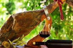 Jamon von Spanien und von Wein. Lizenzfreie Stockfotos