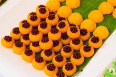 JaMongkut是一象冠的黄色酥皮点心主要由y制成 库存照片