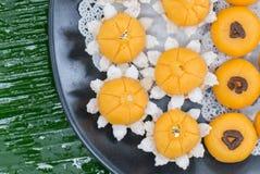 Jamongkut de Kanom, ek y kanom chan sanay, postre tailandés de la correa del kanom del oro Foto de archivo