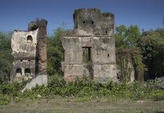 Jamunadighi, Burdwan, Индия - январь 2018: Руины Zamindar или особняка содержателей в деревне сельской Бенгалии стоковое изображение