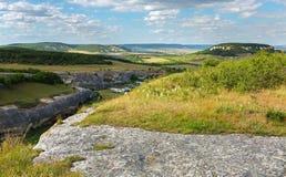 Jamy miasto w Cherkez-Kermen dolinie, Crimea obraz stock