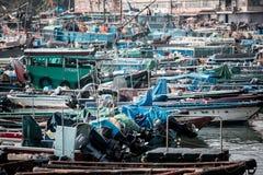 Jan 01, 2017 Cheung Chau wysp, Hong Kong: Tradycyjny połowu naczynie Porcelanowy parking w schronieniu Obraz Stock