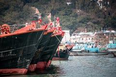 Jan 01, 2017 Cheung Chau wysp, Hong Kong: Tradycyjny połowu naczynie Porcelanowy parking w schronieniu Fotografia Stock