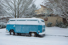 Jan 3, 2017 Eugene Or: A VW micro bus is buried in a blanket of snow. A VW micro bus covered in snow after a unexpected snow storm in Eugene Oregon Stock Photography