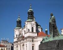 Prague: Kyrka för St Nicolas royaltyfria bilder