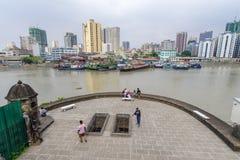 Jan 21,2018 Manila pasig Turystyczny waching rzeczny widok od fortu Santiago widoku pokładu, Intramuros, Manila Zdjęcie Stock
