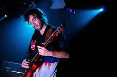 Jan Paternoster, Sänger der belgischen Garagenrockband Flugschreiber-Enthüllung, führt am Auditorium durch Lizenzfreie Stockfotos