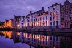 Jan van Eyckplein, alte Stadt von Brügge, Belgien während des Sonnenuntergangs Stockfotografie