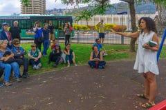 Jane Walk turnerar i den slagträGalim grannskapen, Haifa Arkivbilder