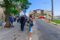 Jane Walk turnerar i den slagträGalim grannskapen, Haifa royaltyfri bild