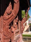 Janela antiga do templo budista em Tailândia imagens de stock