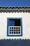 Janela azul aberta da arquitetura colonial brasileira foto de stock royalty free